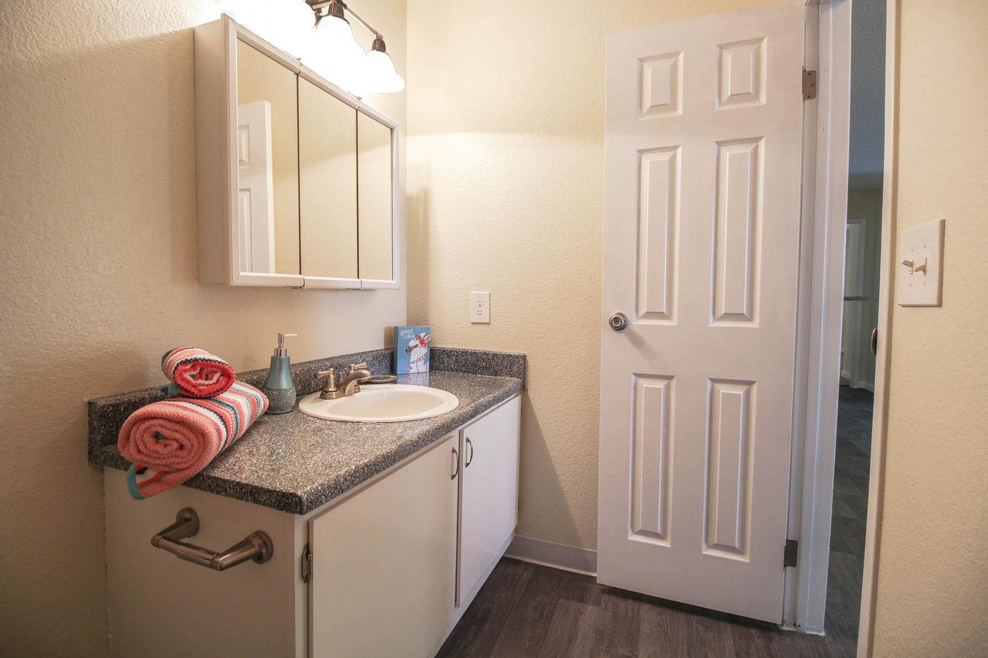 Silver Stream Apartments Bathroom