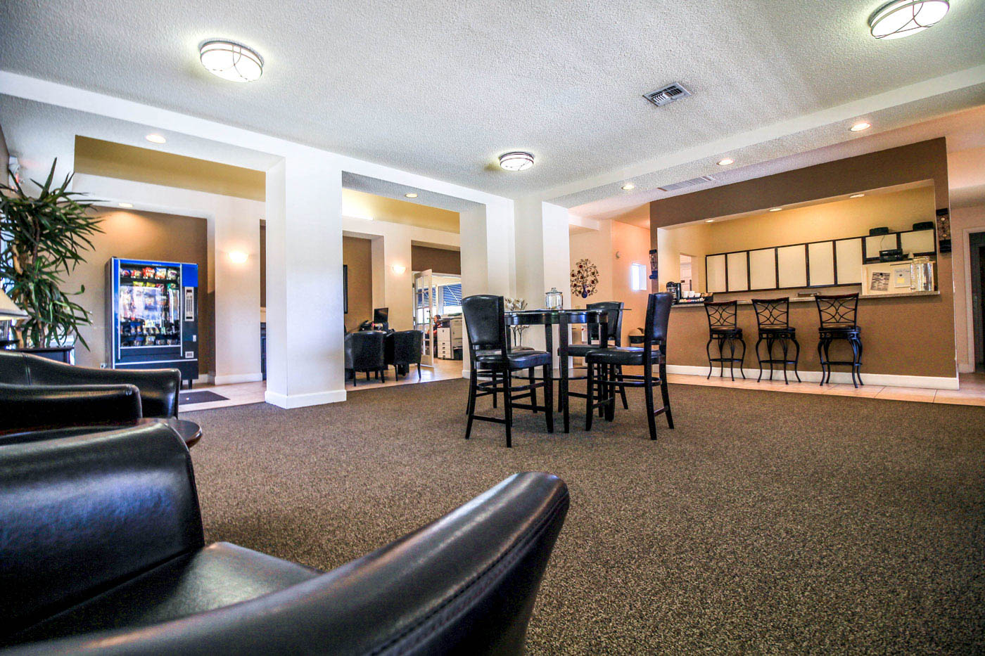 Lounge at Silver Stream Apartments.